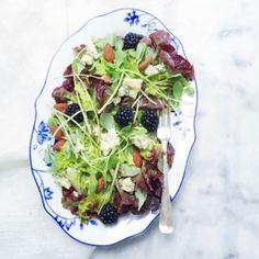 Zomerse salade recept met bramen, kaas & amandelen