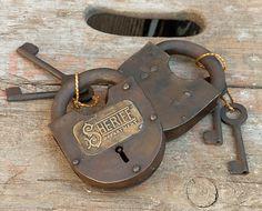 Sheriff Department Engraved Fancy Lock Padlock & 2 Keys Antique Keys, Antique Doors, Vintage Keys, Knobs And Knockers, Door Knobs, Skeleton Key Lock, Sheriff Department, Under Lock And Key, Window Boxes