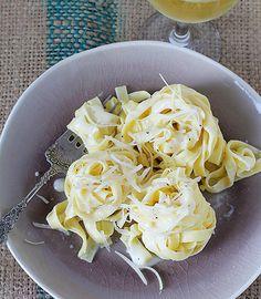 Classic Fettuccini Alfredo ~ http://iambaker.net