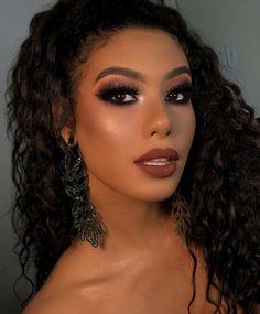 Makeup Eye Looks, Dark Makeup, Glam Makeup, Makeup Inspo, Eye Makeup, Synthetic Curly Hair, Natural Prom Makeup, Lip Gloss Colors, Makeup Makeover