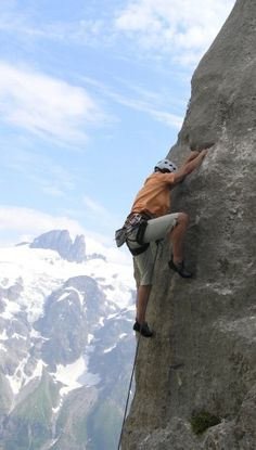 """Coni findet in der """"Siesta - 5c"""" einen guten Griff und steigt dann zügig weiter Engelberg, Mount Everest, Mountains, Nature, Travel, Photo Illustration, Naturaleza, Viajes, Trips"""