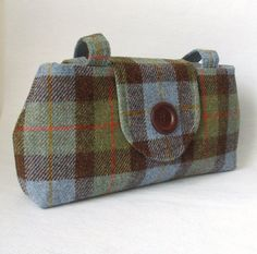 I'd love a plaid bag! Macleod Tartan, Making Bags, Structured Bag, Lovely Shop, Unique Bags, Harris Tweed, Fabric Bags, Purses And Bags, Hand Weaving