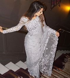 Looking for the best Modern Saree such as Designer Sari also Elegant Sari Blouse then Click visit link to see Saree Designs Party Wear, Party Wear Sarees, Saree Blouse Designs, Dress Indian Style, Indian Fashion Dresses, Indian Designer Outfits, Fashion Outfits, Fashion Trends, Sari Dress