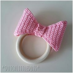 DutchLittleDots - Irene Haakt: Bijtring met strik / teether with bow Crochet Baby Toys, Crochet Bows, Cute Crochet, Baby F, Baby Kind, Craft Patterns, Crochet Patterns, Baby Annabell, Teething Necklace