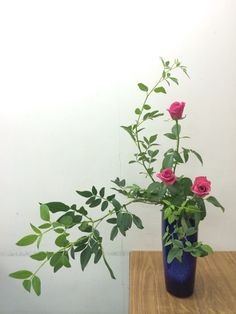 Ikebana Flower Arrangement, Modern Flower Arrangements, Ikebana Arrangements, Exotic Flowers, Purple Flowers, Beautiful Flowers, Peonies Garden, Flowers Garden, Yellow Roses