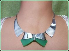 Bengel Bow Necklace / Modernist Bauhaus chrome and green galalith Necklace, made by the Bengel factory in the early Bow Necklace, Art Deco Necklace, Art Deco Jewelry, Metal Jewelry, Vintage Jewelry, Bauhaus Style, Design Movements, Art Deco Period, Geometric Shapes