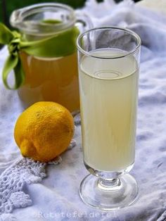 Lemon Detox, Limoncello, Health Diet, Healthy Drinks, Deli, Preserves, Glass Of Milk, Beverages, Food And Drink