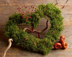Heart-shaped wreath made with moss Natural Christmas, Green Christmas, Christmas Wreaths, Christmas Decorations, Xmas, Garden Crafts, Garden Art, Diy 2019, Garden Structures