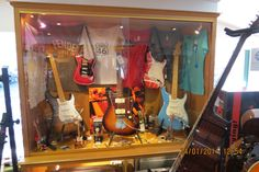 Bom dia! Aproveite o seu sábado da melhor maneira e venha visitar-nos à loja do Salão Musical de Lisboa, na Rua da Oliveira ao Carmo 2.