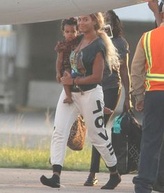 Beyonce and Blue | Shoeless Beyoncé and Blue Ivy Jet Out of Puerto Rico