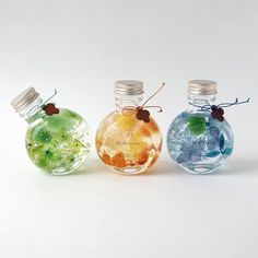 Crafts With Glass Jars, Jar Crafts, Interior Paint Colors, Paint Colors For Home, Flower Bottle, Mini Glass Bottles, Green Flowers, Interior Design Living Room, Christmas Bulbs