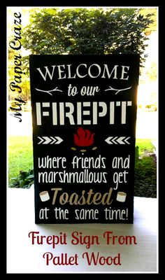 Outside Decor: DIY Pallet Wood Sign sign firepit outdoor wood, crafts, outdoor living, pallet If you really like arts and crafts you actually will really like this site! Pallet Board Signs, Wood Signs, 1001 Pallets, Wood Pallets, Pallet Wood, Pallet Art, Recycled Pallets, Pallet Crafts, Wood Crafts