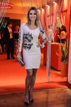 Flávia Alessandra de vestido Halston Heritage, bolsa Zara, sapatos Letage, joias Ara Vartanian #Brazilian