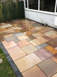 Treppen und Pflaster Buff Smooth & Sawn Sandsteinpflaster - Patio Pack Modern Slick Looking Book Garden Slabs, Patio Slabs, Garden Paving, Concrete Patio, Stained Concrete Driveway, Patio Stone, Back Garden Design, Garden Design Plans, Backyard Patio Designs