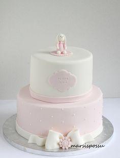 Marsispossu: Ristiäisten pupukakku Pretty Cakes, Cute Cakes, Beautiful Cakes, 1st Birthday Foods, Birthday Cake, Christening Cake Girls, First Communion Cakes, Sugar Craft, Girl Cakes