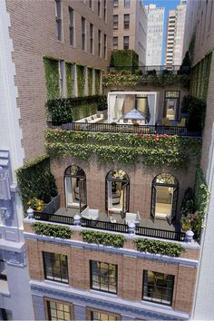 Interesting vertical green for this rooftop garden Jennifer Lopez New York City Home - Go Inside Jennifer Lopez's NYC Apartment - Harper's BAZAAR Magazine Jennifer Lopez New York City Home The Whitman, 21 East Street Note: Balcony doors for floor and roof Architecture Design, Building Architecture, Building Exterior, Stucco Exterior, Exterior Signage, Building Design, Dream Apartment, Penthouse Apartment, Victorian Architecture