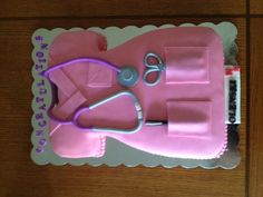 Scrub top vanilla cake with a strawberry mousse filling. Covered and decorated with marshmallow fondant