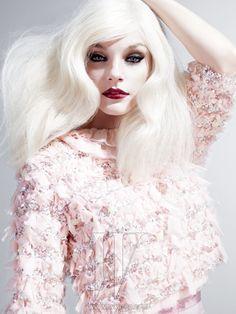 pale skin: pale hair : dark lips