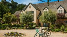 Seal Cove Inn Half Moon Bay Ideally situated on a bluff above the Pacific Ocean, Seal Cove Inn is located in Half Moon Bay, just 30 minutes' drive from San Francisco. Guests can enjoy direct beach access.