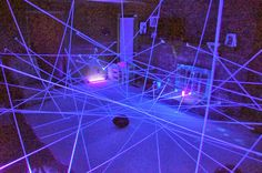 White Yarn +Black Light - Could be a fun activity for the Teens Night Activity. (Halloween Activities For Teens) Geheimagenten Party, Glow Party, Party Games, Spy Games, Disco Party, Secret Agent Party, Detective Party, Spy Kids, Kids Camp