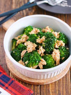 5分でできる作り置き副菜。 お弁当の彩りにも使える ブロッコリーを使った一品ですよ〜( ´艸`) 作り方は、とーっても簡単! 鍋に、ツナ缶+めんつゆ そして、ブロッコリーを入れて サッと煮るだけ♪ 甘いブロッコリーに ツナとめんつゆの旨味が絡んで モリモリいけちゃいますよー!