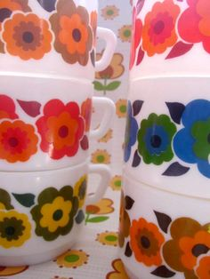 6 Flowery Flower Cafe Au Lait Cups, made by Arcopal. Love Vintage, Vintage Soul, Vintage Country, Retro Vintage, Kitsch, Flower Cafe, Mid-century Modern, Power Colors, Good Old Times