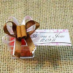Lembrancinha de Casamento Caixa de Acrílico Decorada com Balas de Coração e tag personalizada! $3.20
