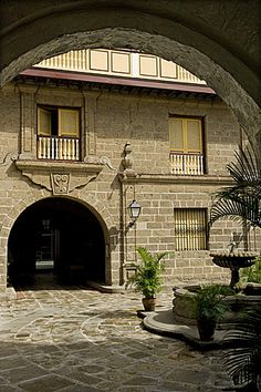 Courtyard of Casa Manila a reconstructed example of Bahay na bato the classic Filipino house now a Museum Intramuros Manila Philippines Southeast Asia Asia Philippines Culture, Manila Philippines, Vigan Philippines, Philippine Architecture, Filipino Architecture, Philippine Houses, Philippine Art, Spanish Colonial, Spanish Style
