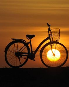 Sonnenuntergang Fahrrad Sonnenuntergang Fahrrad The post Sonnenuntergang Fahrrad appeared first on Fotografie. Creative Photography, Amazing Photography, Nature Photography, Creative Photos, Cool Photos, Love Images, Beautiful Pictures, Good Morning Images, Beautiful Sunset