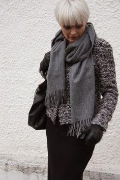 På bytur med vind håret :)    Langt skjørt i ull fra Line of Oslo (finnes også i grått)   Jakke fra Chill Norway - passer like godt inne so...