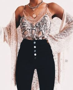 Cute lacey top and high waisted black jeans - Fashion - Source by punkpinbaby juvenil femenina moda Mode Outfits, Fashion Outfits, Jeans Fashion, Moda Black, Cute Fashion, Fashion Looks, Fashion Black, Fashion Pics, High Waisted Black Jeans