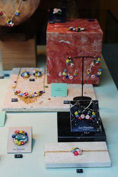 Vitrine Les Néréides Paris, bijoux fantaisies, collection printemps été, fleurs, accessoires femme