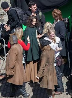 Behind the scene with Sam and Cait filming Outlander season 2.