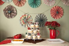 A cute and easy tutorial for DIY pinwheels. Make a great photo or display backdrop. Yum!