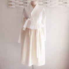 Korean Traditional, Traditional Dresses, Modern Hanbok, Classic Style, My Style, Korean Dress, Ms Gs, Ao Dai, Dressmaking