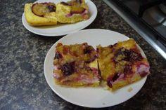 Jak upéct hrnkový švestkový koláč s tvarohem a celozrnnou drobenkou | recept