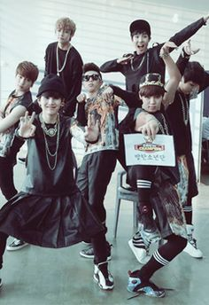 Just saying that everyone are normally...then..V with his 4D alien pose LOL