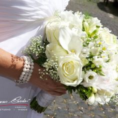 Gorgeuos white and ivory wedding bouquet