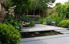 Sonne satt in einem Traumgarten im südfranzösischen Luberon