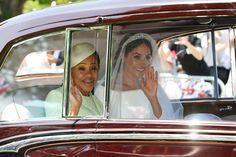 Morsian Meghan Markle ja hänen äitinsä Doria Ragland saapuvat.
