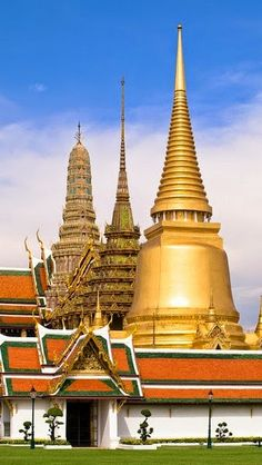 The Grand Palace is a complex of buildings at the heart of Bangkok, Thailand. The palace has been the official residence of the Kings of Siam since Laos, Places Around The World, Travel Around The World, Around The Worlds, Places To Travel, Places To Go, The Places Youll Go, Thailand Travel, Asia Travel