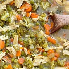 Detox Soup with chicken, vegetables, ginger, turmeric, and apple cider vinegar is a delicious way to eat healthy food and detox for the new year! Chicken Taco Soup, Canned Chicken, Chicken Soup Recipes, Recipe Chicken, Ways To Eat Healthy, Healthy Recipes, Detox Recipes, Clean Eating Snacks, Healthy Eating