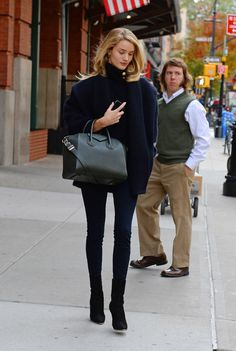 Rosie Huntington-Whiteley out and about  in NYC   Pretty woman in black walking   #Thejewelryhut