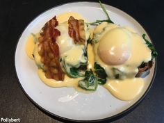 Eggs Benedict in Vienna (Part 2) - they still look different in every place Onsen Egg, Sesame Bagel, Breakfast Around The World, Eggs Florentine, Rosemary Potatoes, Avocado Cream, Slice Of Bread, Poached Eggs, Breakfast Dishes