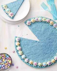 Tie your Easter dinner together with this robin's egg blue cookie cake for desert! Pastel pastries are the perfect Spring treat. Ingredients available at Walmart.