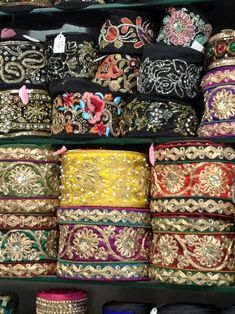 El blog de Georgina: Estamos aquí.... Diy Fabric Jewellery, Textile Jewelry, Burgundy Bag, Pakistani Fashion Party Wear, Beaded Trim, Lace Trim, Woven Belt, Indian Embroidery, Sewing Material