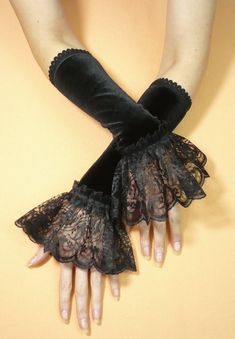 Gothic Velvet Gloves with Lace Ruffle, Black Cosplay Costume Armwarmers, Belly Dance, Romantic, Aristocrat and Gothic Vampire Style