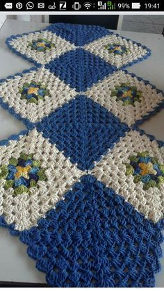 Ideas For Crochet Table Runner Square Quilt Patterns Crochet Table Runner Pattern, Crochet Stitches Patterns, Quilt Patterns, Stitch Patterns, Crochet Squares Afghan, Granny Square Crochet Pattern, Crochet Motif, Granny Squares, Crochet Rugs