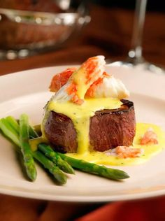 King Crab Steak Oscar Capital Grille Recipes: How to Make Capital Grill Entrees at Home. Like this Filet Oscar! Grilling Recipes, Seafood Recipes, Gourmet Recipes, Beef Recipes, Vegetable Recipes, Fine Cooking Recipes, Gourmet Meals, Gourmet Dinner Recipes, Cooking Wine
