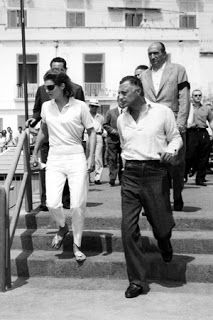 """The elegance of taste: From the """"glass house"""" withdrawal of Ravello: Jackie Kennedy and Gianni Agnelli"""